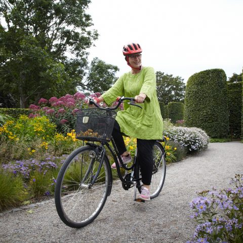 Lena kan cykla igen efter innovativ behandling mot parkinson sjukdom